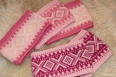 Desiree kort og godt: Rosa Marius pannebånd Free Knitting, Knitting Patterns, Crochet Patterns, Knitted Headband, Knitted Hats, Yarn Weight Chart, Baby Hat And Mittens, Drops Paris, Ravelry