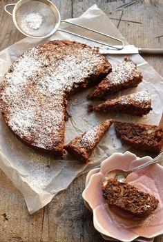 Torta integrale con frutta secca e cioccolato fondente