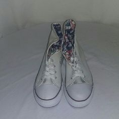 Hey, check out what I'm selling with Sello: Women's canvas shoes http://rowes-clothing-and-shoe.sello.com/shares/Yz4XG