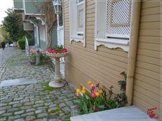 Primăvară în Istanbul | Turca La Un Ceai Istanbul, Patio, Outdoor Decor, Home Decor, Decoration Home, Terrace, Room Decor, Porch, Interior Design