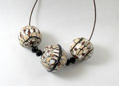 Collana etnochic di Talè Gioielli su DaWanda.com  #etnic #etno #chi #bead #beads #polymer #clay #murrina #millefiori #beige #black #necklace #handmade #tuto #jewel #jewels #jewelry #fashion #unique #ooak #one #of #a #kind #artigianale #fimo