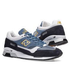 New Balance's M1500 finds itself constructed in England at the Flimby factory, a combination of suede, leather and mesh making up the silhouette's upper. The tonal blue finish is accented to the sole unit and embroidered 'N' logo to the side wall with a vibrant shade of yellow.  Synthetic Underlays Suede & Leather Overlays Embroidered 'N' Logo ENCAP Midsole Rubber Outsole Made In England