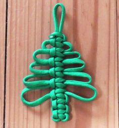 Easy DIY paracord (knotted) Christmas tree // Egyszerű paracord karácsonyfa csomózással ( videó útmutató) // Mindy - craft tutorial collection // diy step by step how to make Easy DIY paracord (knotted) Christmas tree Parachute Cord Crafts, Paracord Tutorial, Creeper Minecraft, String Crafts, Paracord Projects, Paracord Ideas, Macrame Design, Diy Christmas Tree, Christmas Ornaments
