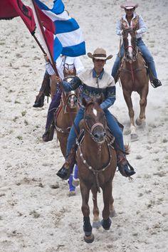 desfile de la abanderada. Foto:Claudia Rodríguez