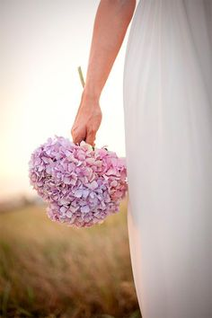 ramos de hortensias Hydrangea, Flower Bouquet Wedding, Flower Arrangements, Wedding Day, Wedding Inspiration, Bridesmaid, Bridal, Wedding Dresses, House Rooms