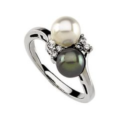 wow. i want my future husband to give me this. that would make me one happy girl! Black and white pearls with diamonds in white gold.