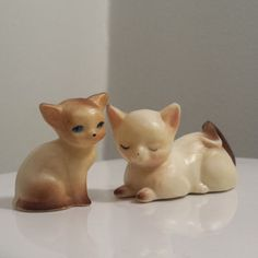 Cream White vintage Miniature Cat Figurines, plastic figurines, vintage cats, white cat. For Sale by DanushasCollectibles vintage Etsy shop.