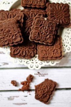 Tündérsüti: Mokka keksz Stamp Cookies Recipe, Hungarian Cake, Cookie Recipes, Dessert Recipes, Food Test, Small Cake, Cake Mold, Holiday Treats, Biscotti