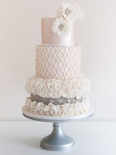 Quatrefoil & Silver Pearls Wedding Cake
