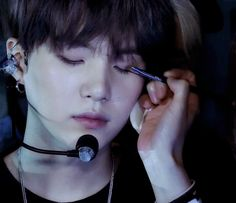 I want that job..and not just because it's Suga. I would just love to be a makeup artist. (But doing makeup for BTS would be a huge plus!!)