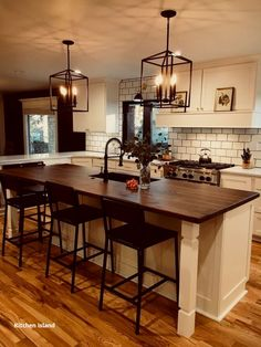 If you are looking for Modern Farmhouse Kitchen Island Decor Ideas, You come to the right place. Here are the Modern Farmhouse Kitchen Island D. Farmhouse Kitchen Island, Modern Farmhouse Kitchens, Cool Kitchens, Kitchen Islands, Small Kitchens, Farmhouse Style, Rustic Farmhouse, Kitchen Modern, Farmhouse Ideas