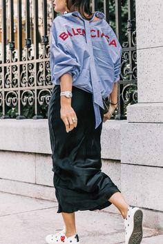 La camisa a rayas sigue está nueva temporada con cuellos y puños innovadores y desestructurados.... Tanto para llevar en Looks Casual como en oufits más elaborados ♥♥