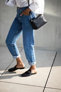 Street style jeans what you need to know when buying your next pair of capsule wardrobe jeans. The post What Jeans Type Are You? appeared first on Jean. Look Fashion, Spring Fashion, Autumn Fashion, Fashion Outfits, Womens Fashion, Fashion Trends, Fashion Capsule, Net Fashion, Fashion Stores