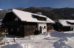 Winter im Feriendorf Kirchleitn - www.kirchleitn.com Lokal, Cabin, House Styles, Winter, Home Decor, Farm Cottage, Homes, Winter Time, Cabins