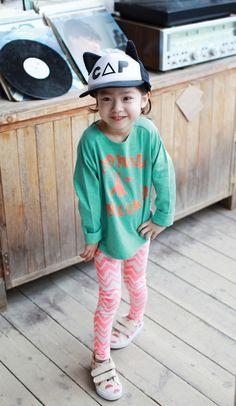 Zig Zag Leggings for girls 1-5. Cool alternative kids fashion, play ready style.