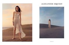 Just in: Alexander McQueen's Spring/Summer'17 campaign. For its new seasonal campaign Alexander McQueen chooses to juxtapose its trademark edginess with a dream-like setting! British fashion label Alexander McQueen has just launched its Spring/Summer'17 campaign. Shot through the mess of London-based photographer Jamie Hawkesworth the new campaign starts Vittoria Ceretti marking the second time the pair have worked together for the brand. This season the duo opted for the sand dunes by the…