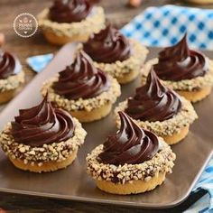 Fındıklı Ve Çikolatalı Mini Tart Fancy Desserts, Sweet Desserts, Delicious Desserts, Yummy Food, Finger Desserts, Yummy Lunch, Tart Recipes, Sweet Recipes, Cookie Recipes