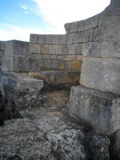 Mausoleo Circular de Las Canteras. Una tumba de época romana constituida por sillares de piedra.