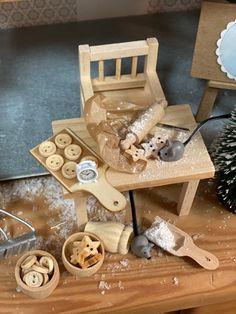 Xmas Elf, Wood Watch, Christmas Ornaments, Crafts, Tutorials, Dollhouse Supplies, Wooden Dummy, Diy Fairy Garden, Pranks