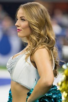 A look back at our favorite cheerleaders of the 2018 NFL season. They can cheer for us anytime! Nfl Colts, Eagles Cheerleaders, Hottest Nfl Cheerleaders, Football Girls, Cheerleader Girls, Cheerleading Pictures, Monica Bellucci, Poses, Cute Woman
