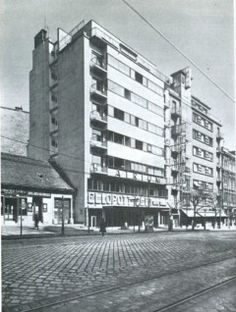 1935-ben Old Pictures, Old Photos, Vintage Photos, Bauhaus, Budapest Hungary, Atrium, Vintage Photography, Homeland, Historical Photos