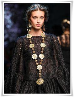 Acessórios para o verão 2014 da Dolce&Gabbana na semana de moda de Milão