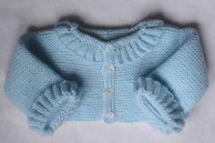 jersey de primera puesta con ondas de lana en azul bebe hecho a mano