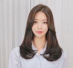 Haircuts Straight Hair, Haircuts For Medium Hair, Medium Hair Cuts, Medium Hair Styles, Short Hair Styles, Korean Long Hair, Asian Hair, Retro Hairstyles, Hairstyles With Bangs
