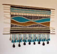 Tapestries, looms and cushions in natural wool from southern Chile . exclusive and contemporary designs that bring elegance and warmth to your surroundings. Weaving Loom Diy, Weaving Art, Tapestry Weaving, Modern Tapestries, Crotchet Patterns, Macrame Curtain, Yarn Wall Hanging, Yarn Thread, Tear