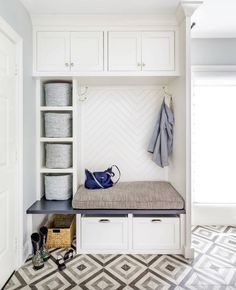 Fantastic mudroom ideas with amazing storage solutions - Ikea Ideas Decoration Mudroom Laundry Room, Laundry Room Design, Bench Mudroom, Ikea Storage, Bench With Storage, Porch Storage, Coat Storage, Chimenea Simple, Herringbone Backsplash