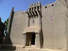 Africa   House of the traditional chief. Djenne, Mali   © A city Girl in Africa.