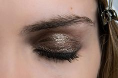 Need a brown eyeshadow tutorial? These looks will give you tips and ideas on how to use every brown eyeshadow in your makeup bag. Dramatic Smokey Eye, Smokey Eyes, Smokey Eye For Brown Eyes, Smokey Eye Makeup, Brown Eyeshadow Tutorial, Brown Eyeshadow Looks, Metallic Eyeshadow, Eyeshadow Tutorials, Thin Eyeliner