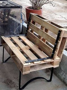 Wooden Pallet Furniture No doubt that this pallet wood outdoor bench is creating a charming and magical vibe in the atmosphere with its organic wooden texture. Wooden Pallet Projects, Wooden Pallet Furniture, Pallet Crafts, Wooden Pallets, Wooden Diy, Diy Furniture, Wooden Sofa, Pallet Ideas, Furniture Chairs