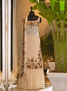 Pakistani Formal Dresses, Indian Gowns Dresses, Pakistani Dress Design, Corset Dresses, Prom Dresses, Designer Party Wear Dresses, Kurti Designs Party Wear, Indian Designer Outfits, Indian Bridal Outfits
