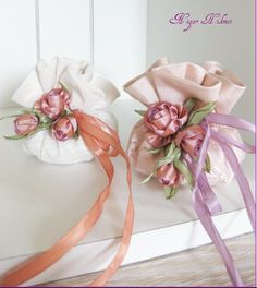 Wonderful Ribbon Embroidery Flowers by Hand Ideas. Enchanting Ribbon Embroidery Flowers by Hand Ideas. Ribbon Art, Diy Ribbon, Ribbon Crafts, Flower Crafts, Wedding Favours, Wedding Gifts, Diy Fleur, Deco Rose, Scented Sachets