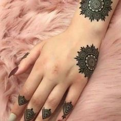 Henna loves every girl And girls love henna very passionately. Bring in today a very beautiful henna design for hands. The henna design is very beautiful and. Henna Hand Designs, Eid Mehndi Designs, Mehndi Designs Finger, Mehndi Designs For Girls, Mehndi Designs For Beginners, Modern Mehndi Designs, Mehndi Design Pictures, Mehndi Designs For Fingers, Beautiful Mehndi Design