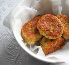 Met dit makkelijk falafel recept ben je binnen no time klaar.Lekker met Turks brood, knapperige ijsbergsla en knoflooksaus. Yum!