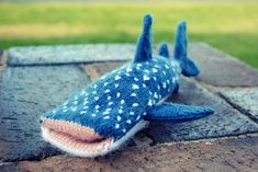 Free Whale Shark iPhone Cover Pattern by Reuben Briskie - haha this is cute overload!