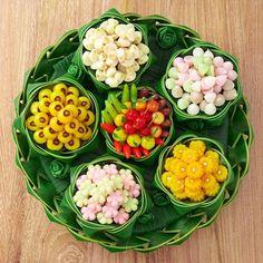 Cr.centralembassy #Thai dessert Dessert Packaging, Food Packaging Design, Thai Dessert, Dessert Drinks, Asian Desserts, Sweet Desserts, Fruit Recipes, Dessert Recipes, Food Plating Techniques