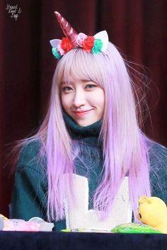 dedicated to female kpop idols. Kpop Girl Groups, Kpop Girls, Boy Groups, Exid Kpop, Ahn Hani, Rainbow Hair, Most Beautiful Women, Singer, Celebrities