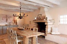 NOIR BLANC un style: Tons délavés, plafonds en arches, pierres, chaux et bois...J'adore!