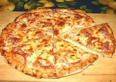 The dough for pizza base to prepare yogurt with mayonnaise and eggs. Not based on pre-bake and assemble the pizza is completely filled and baked Best Canned Tuna, Canned Tuna Recipes, Pizza Recipes, My Recipes, Snack Recipes, Cooking Recipes, Healthy Recipes, Pizza Lasagne, Tuna Pizza