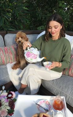 """""""Earl Grey, Rooibos, Chamomile, Green tea, I have at least one every day. Miranda Kerr Outfits, Miranda Kerr Street Style, Easy Style, Royal Albert, Poses, Celebrity Style, Girly, Style Inspiration, Instagram"""