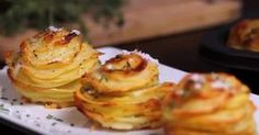 A fantastic recipe for potatoes with Parmesan and thyme Potato Dishes, Potato Recipes, Parmesan Potato Stacks Recipe, Muffins, Sliced Potatoes, Yummy Appetizers, Soup And Salad, Carne, Good Food