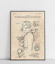 Plakat z reprodukcją patentu przedstawiającego aparat tlenowy do nurkowania, autorstwa Christian'a J. Lambertsen.  Patent nr US2362643A został opublikowany w 1944 roku przez Urząd Patentów i Znaków Towarowych Stanów Zjednoczonych. Vintage World Maps, Poster, Billboard