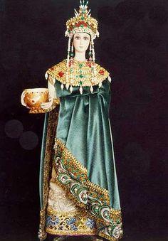"18 "" replica of Empress Theodora, wife of Justinian"