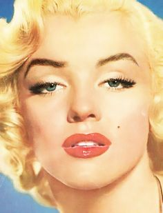 Marilyn Monroe never wanted to dye her eyebrows blonde, she kept them brown (her natrual hair color) so it can emphasis the features of her face MM photographed in 1951 by Anthony Beauchamp Marilyn Monroe Painting, Marilyn Monroe Photos, Marylin Monroe, Portrait Studio, Rare Images, Classic Movie Stars, Portraits, Norma Jeane, Beautiful Soul