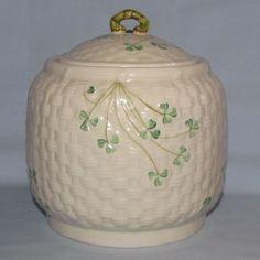Belleek Shamrock lidded biscuit barrel - For grandkids' cookies! Irish Pottery, Old Pottery, Belleek China, Belleek Pottery, Cookie Jars, Irish Cottage, Vintage Cookies, Irish Blessing, Irish Celtic