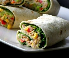 Kanapka tortilla z tuńczykiem Clean Eating, Healthy Eating, Good Food, Yummy Food, Fresh Rolls, Finger Foods, Appetizers, Food And Drink, Meals