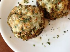 Worthy Pause: Paleo Stuffed Portabella Mushrooms that will blow your mind grapes #paleo #whole30 #recipe